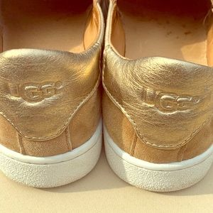 Ugg shoes ❤️🧡💛💚💙💜size 7